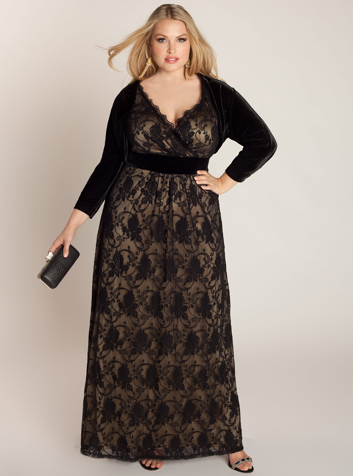 This drop-waist dress comes in size 1/2X, which fits like a 16/18 for a perfectly flattering appeal. It features a champagne colored underlay and black lace overlay on the bodice, while the skirt portion has two layers of black fringe.