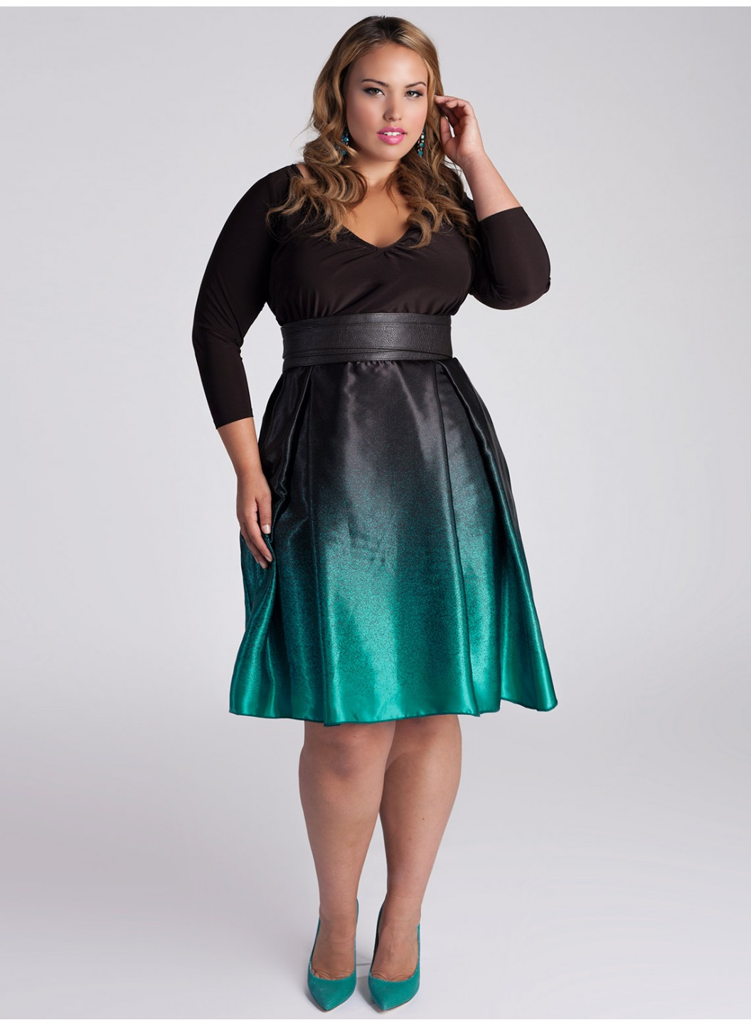 Pick out a sophisticated plus size evening gown, a lacy full skirted midi or a little black number to pull off the look you want. Enjoy a casual day with family and friends? Spend Sunday morning brunching in a casual plus size dress available in eye-catching designs and colors. Pair it with the right jewelry, and you'll be all set. Thanks to Sears' selection of women's plus size dresses, dressing up for any event is .