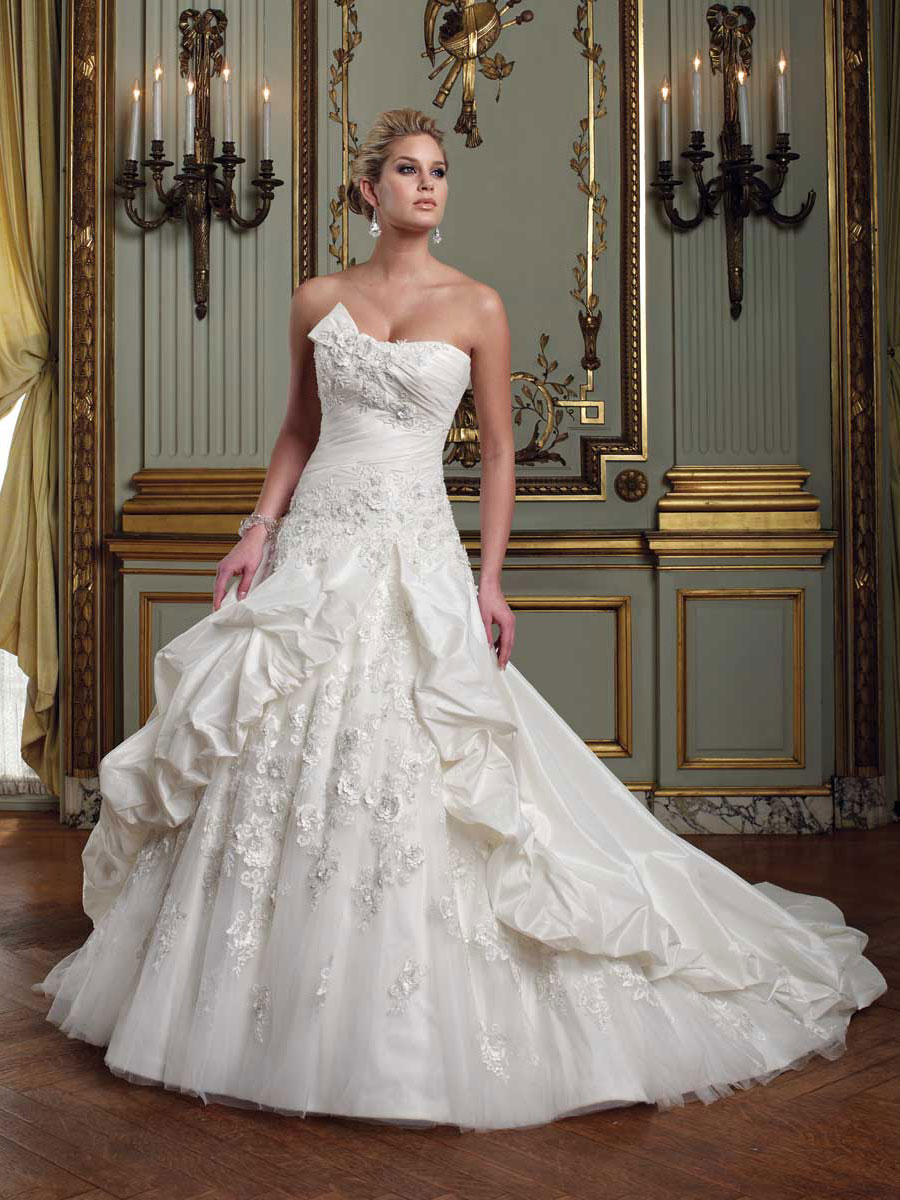 Wedding Dresses Strapless Ball Gown