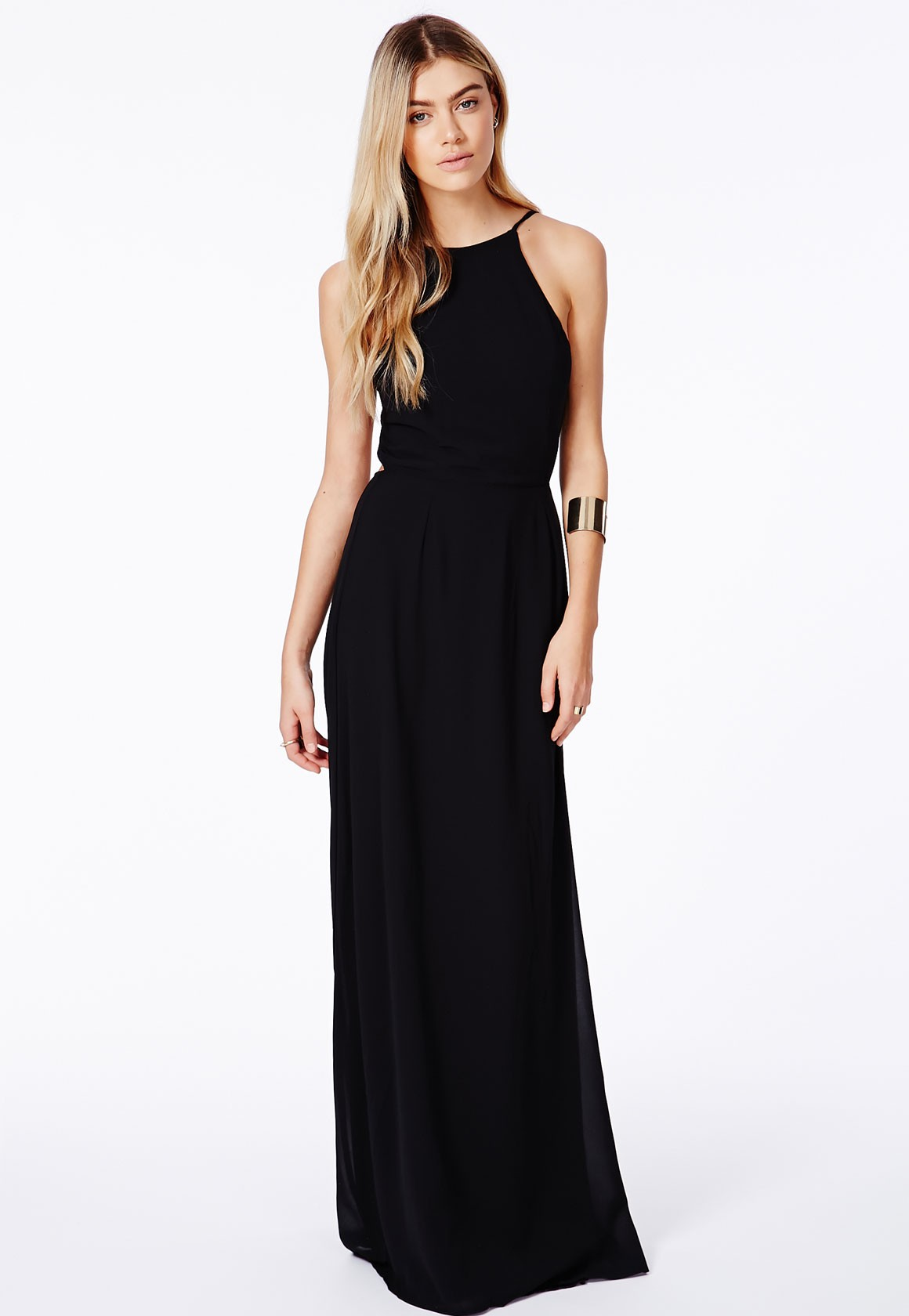 Long, flowy and sexy, bebe's maxi dresses are flattering and fashionable. Go to great lengths and make a statement in a variety of sexy maxi dresses, including floral, embellished, flowy dresses and other long dress styles. halter, strapless and backless styles. Go classic with a white or black maxi dress, or stand out in red, pink, yellow.
