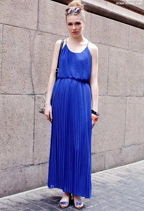 Синее длинное платье с чем носить