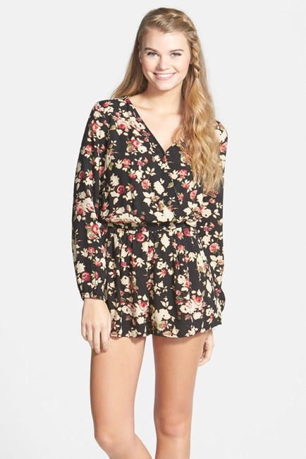 Tops can range from being long-sleeved, spaghetti straps, or an off-the-shoulder romper. Bottoms can also vary, and Zaful's got plenty of the current raging trend: wide leg jumpsuits. Our styles even include the petite jumpsuit for the vertically challenged.