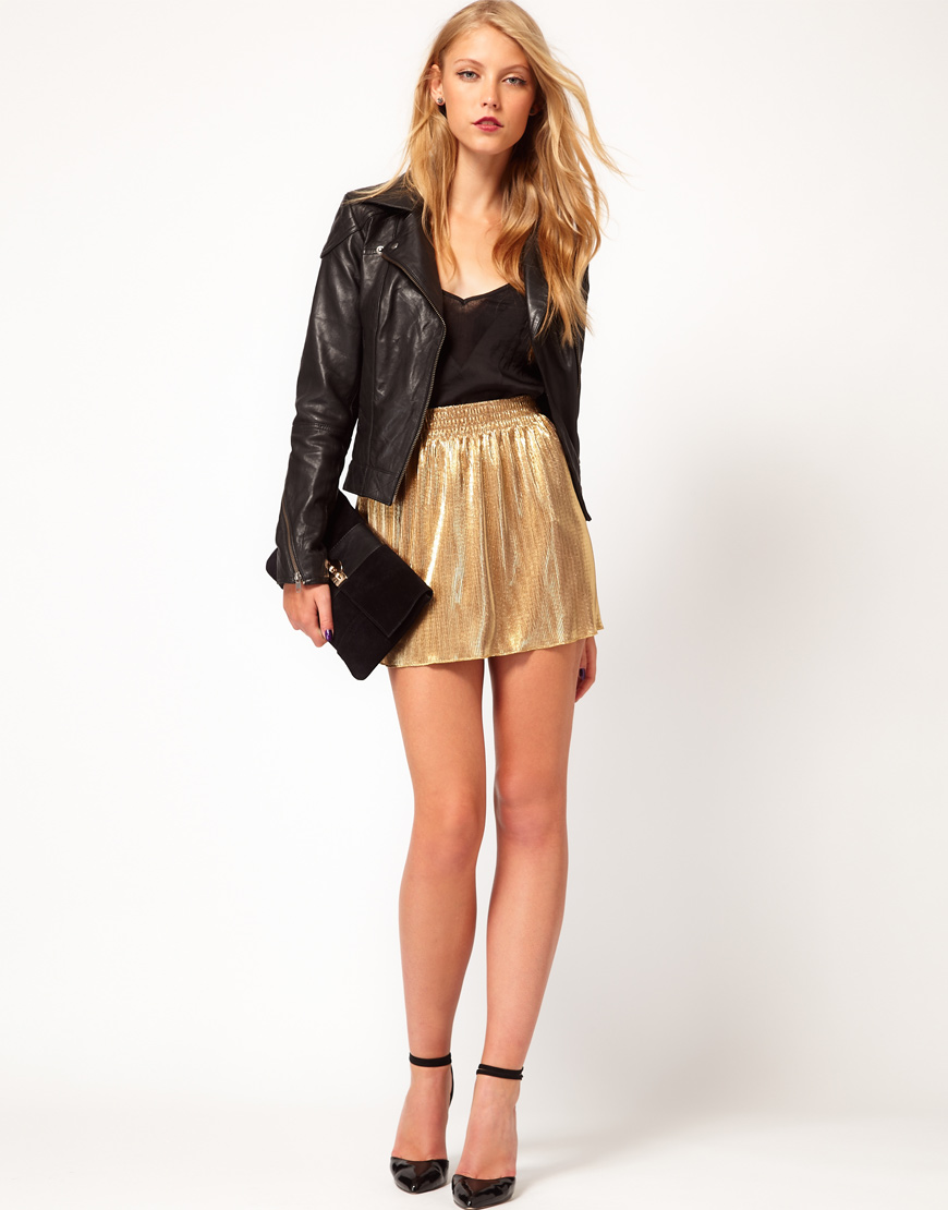 I rented this skirt for a holiday party and planned to wear it high on my waist with either a cropped sweater or tucked in shirt. Unfortunately I just couldn't get it to work. It was a little too fitted around the middle and being gold it showed every lump.