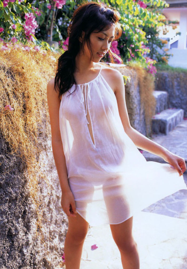 просвечивается одежда на солнце фото - 2
